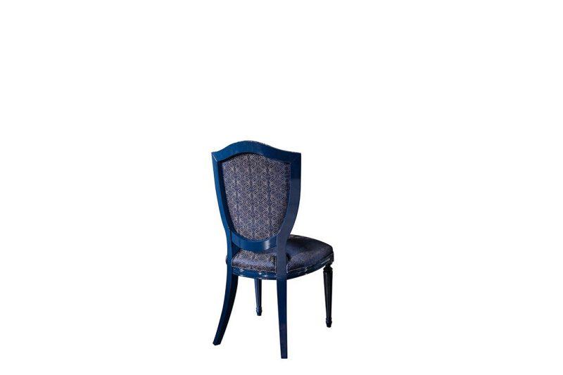 Escade Mavi sandalye modelimiz lüks tasarımı ile sofralarınıza şıklık katmaya Lucca Luxury ile geliyor.