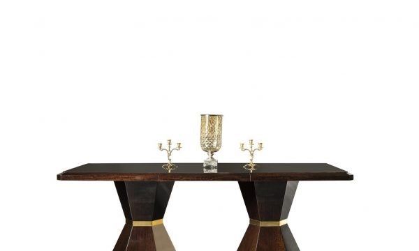 Lüks Rugiano Yemek masası modelimiz, 6 Kişilik olup şık ayak tasarım detaylarıyla sofralarınızın yıldızı olmaya Lucca ile geliyor