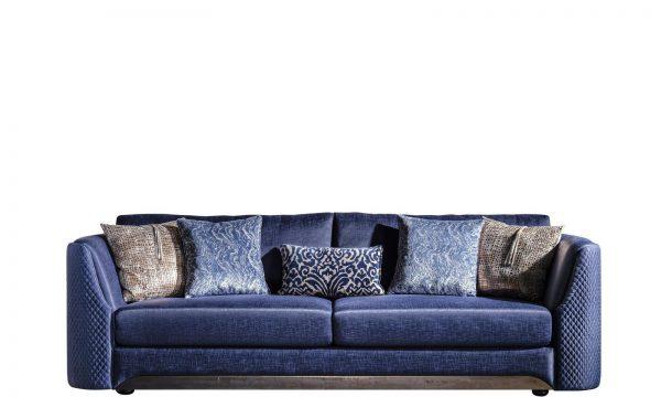 Florance üçlü koltuk modelimiz güçlü iskelet yapısı ve kaliteli mavi döşeme kumaşı ile evinize ışıltı katmaya Lucca ile geliyor.